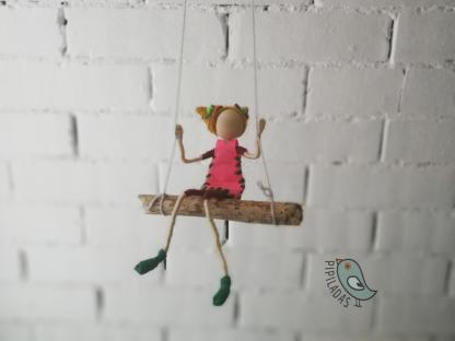 muñeca hecha a mano en columpio pipiladas