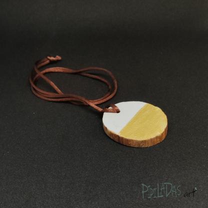 colgante artesano blanco y dorado pipiladas