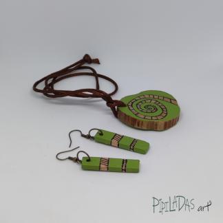 conjunto de colgante y pendientes artesanos pipiladas